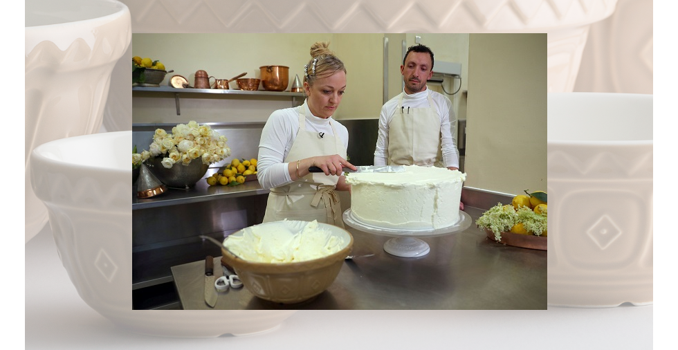 Mason Cash Mixing Bowls – the secret behind every royal wedding bake!